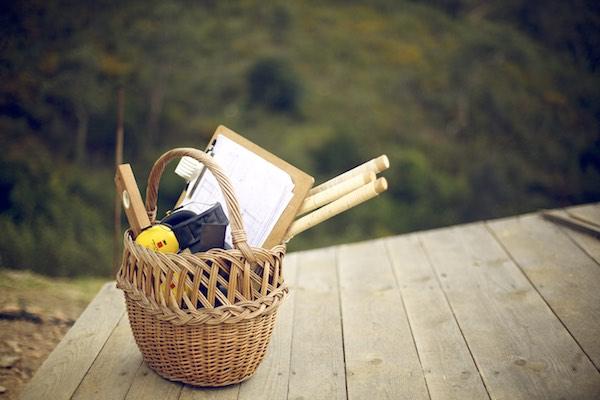 Korb mit Japansägen, Werkzeug, Bauplänen für Hausbau DIY, Natur und Holz